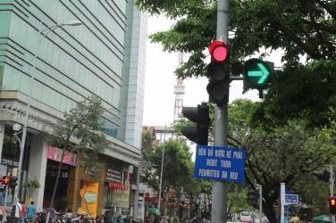 Xe máy có được phép rẽ phải khi đèn đỏ hay không?